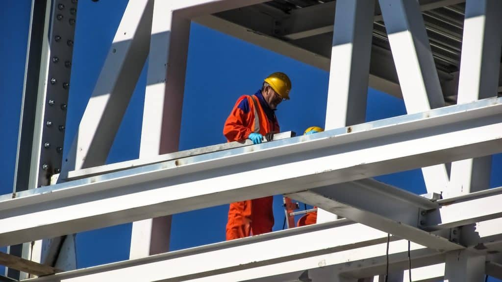 a worker on a high building must be provided with a safe working environment